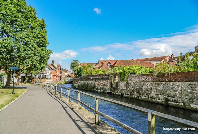 Passeio às margens do Rio Itchen, Winchester, Inglaterra