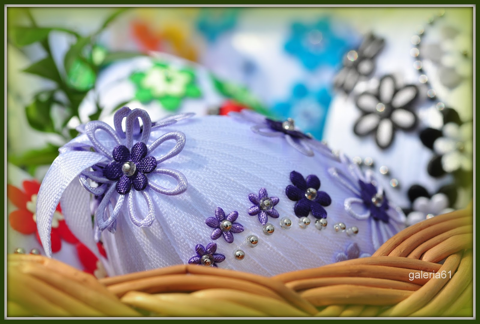 pisanki wstążeczkowe z kwiatuszkami i koralikami
