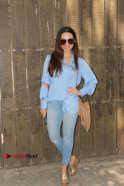 Actress Sana Khan Pos in Denim Jeans Dubbing at Her Upcoming Movie Toilet Ek Prem Katha .COM 0004.jpg