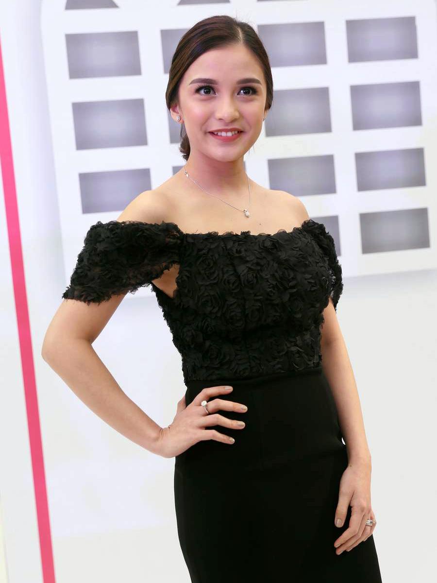 Chelsea Olivia artis Panlok seksi dan manis