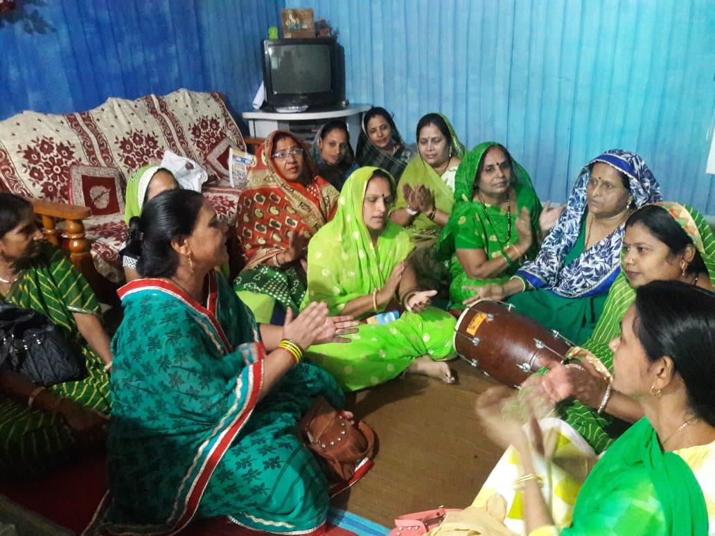 Jhabua News- खम्मा म्हारा नंदजी ना लाल, हीचको सोनों घड्यो- भजनों के साथ राजपूत महिला मंडल ने मनाया हरियाली अमावस्या महोत्सव