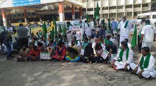 farmer-protest-on-railway-station
