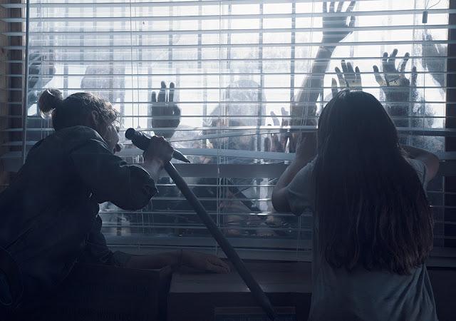 Naomi (Jenna Elfman) e Charlie (Alexa Nisenson) nell'episodio 16