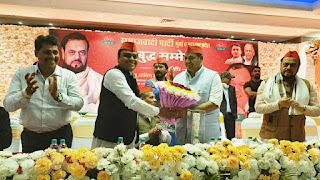 घाटकोपर में समाजवादी पार्टी ने किया पूर्व विधायक संतोष पांडे का अभिनंदन | #NayaSaberaNetwork
