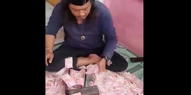 Viral Video Pengandaan Uang Di Bekasi, Ternyata Duit Palsu