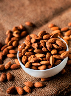 food that build muscle almonds