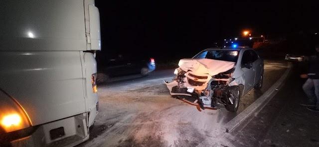 Acidente entre carro e caminhão na Estrada da Ribeira em Colombo deixa 5 feridos