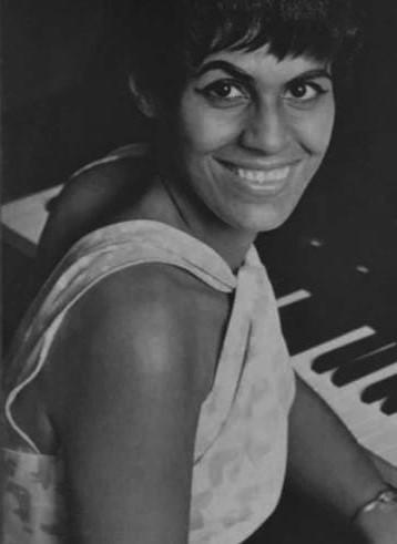https://www.notasrosas.com/ Martínez: la dama guajira que logró convertir su voz, en románticos boleros