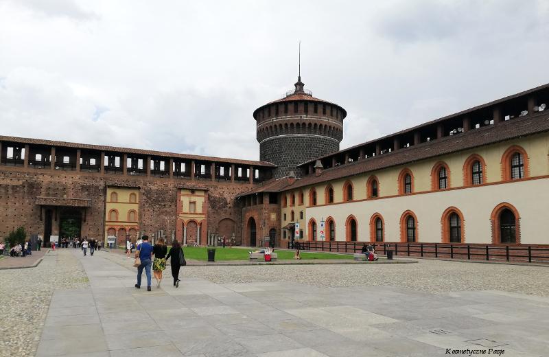 zamek w centrum mediolanu