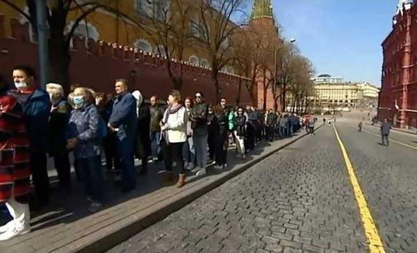 Μόσχα: Ουρές επισκεπτών έξω από το Μαυσωλείο του Λένιν που ξανάνοιξε μετά από έξι μήνες