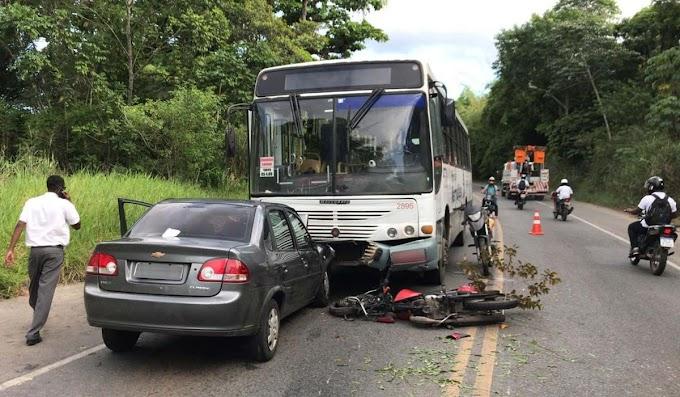 Colisão entre ônibus, carro e duas motos deixa quatro feridos em Salvador