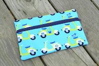 http://www.marymarthamama.com/crafty-cat/pencil-pouch-tutorial/