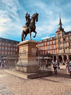 Foto Janette Speyer on Unsplash - Matéria Plaza Mayor - BLOG LUGARES DE MEMÓRIA