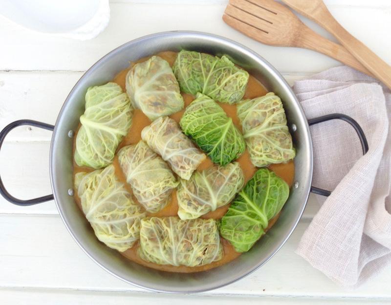 Rollitos de col rellenos de setas (receta vegetariana)
