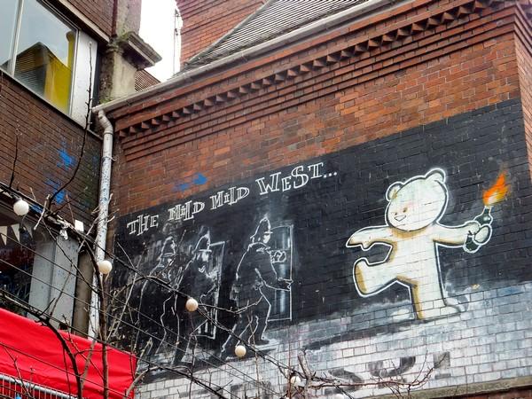bristol tour street art stokes croft banksy