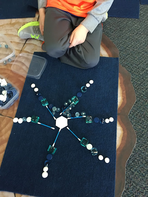 Using loose parts to explore how snowflakes are made