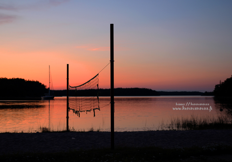 auringonlasku suomen saaristossa