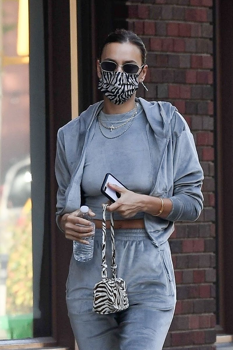 Irina Shayk Clicked Outside in New York  19 Nov-2020