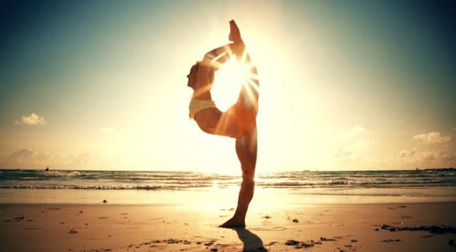 hinh-anh-yoga-dep-tren-bien