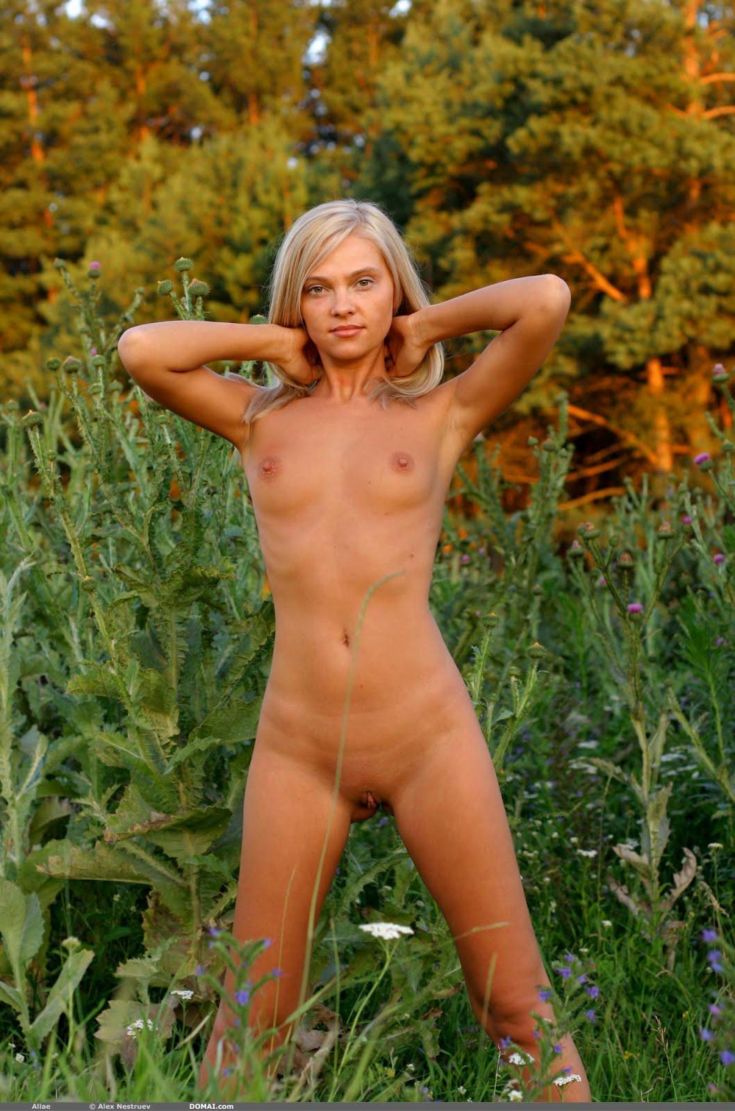 With allae domai nude