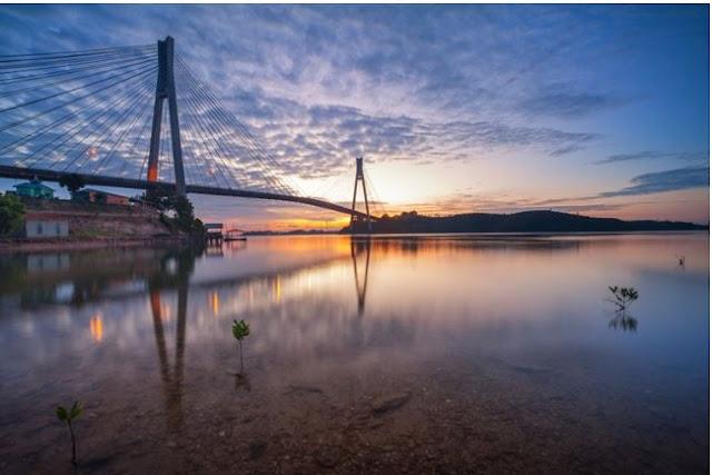 غروب الشمس الجميل في جسر Barelang