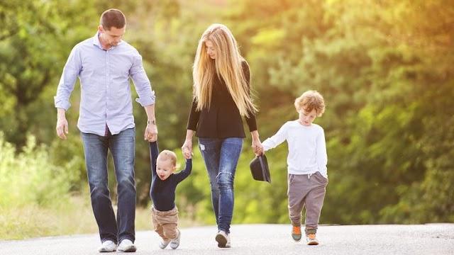 Magyarországon egyre több nő nevel gyermeket, miközben a munkájában is sikeres