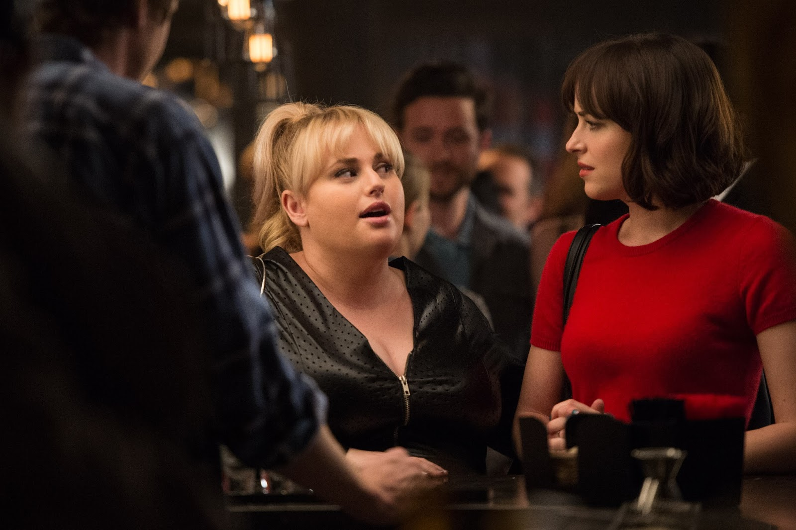 Rebel wilson the party animal in how to be single the showbook be singlehow to get drinks for free in a bar where to hook up with someone at work when to text back the guy you slept with the night before ccuart Image collections
