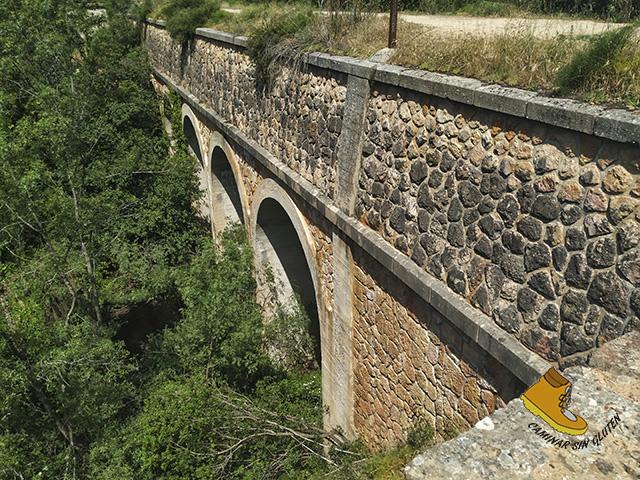 ACUEDUCTO DEL CANAL BAJO SOBRE RIO GUADALIX
