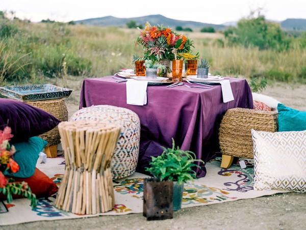 pufs y cojines en el suelo boda colorista y bohemia chicanddeco