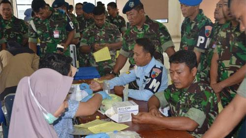 Suasana saat berlangsungnya proses pengambilan darah oleh petugas PMI terhadap prara prajurit Lanud Supadio. Foto Kepala Penerangan Pangkalan TNI AU Supadio