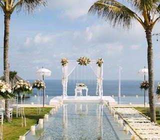 Tips and tricks for outdoor wedding reception at a villa wedding