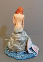 statuina personalizzata sirena su uno scoglio modellino da collezione orme magiche