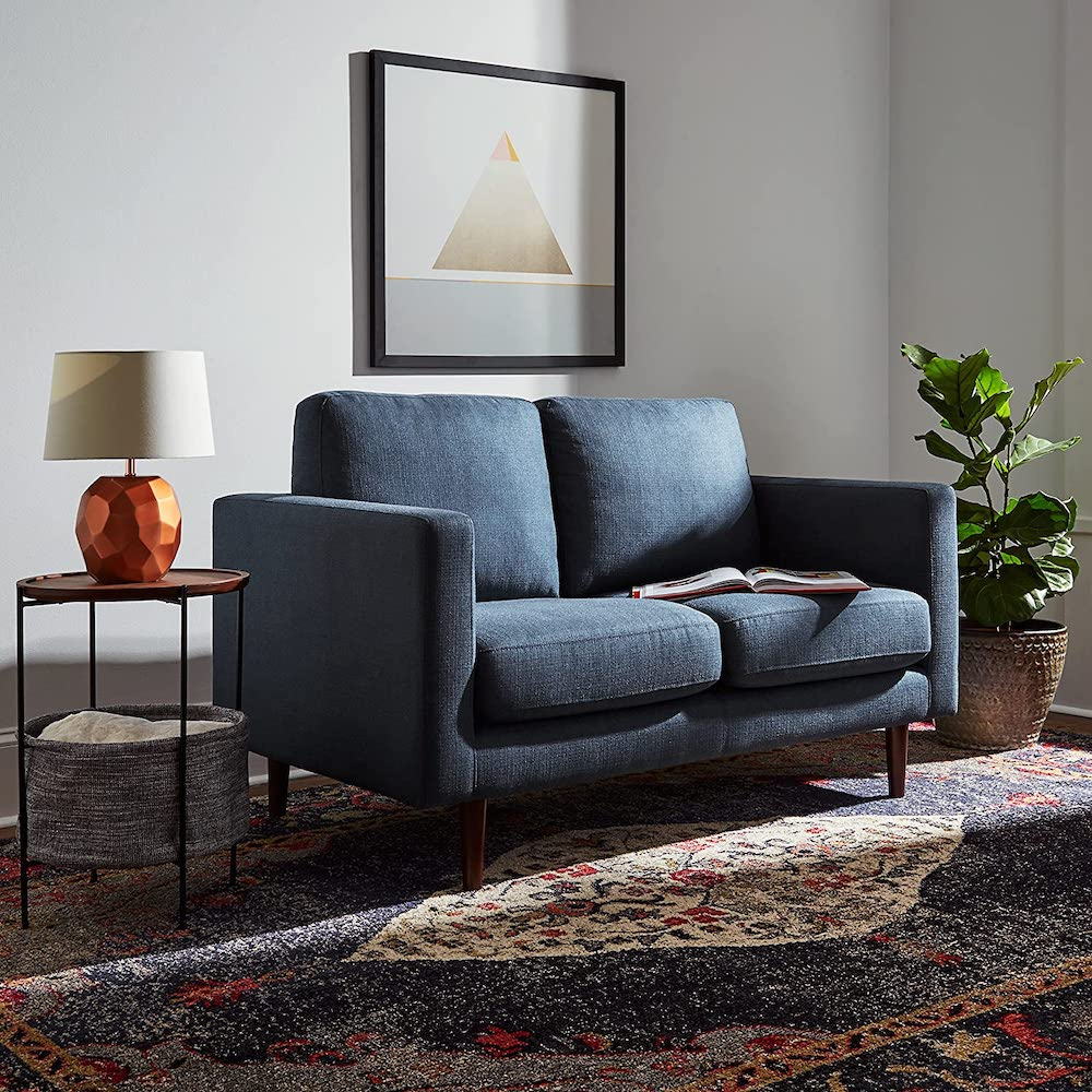Sofá tapizado para espacios pequeños