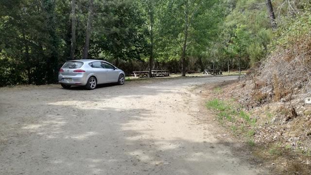 Parque de estacionamento junto á entrada para o poço Negro