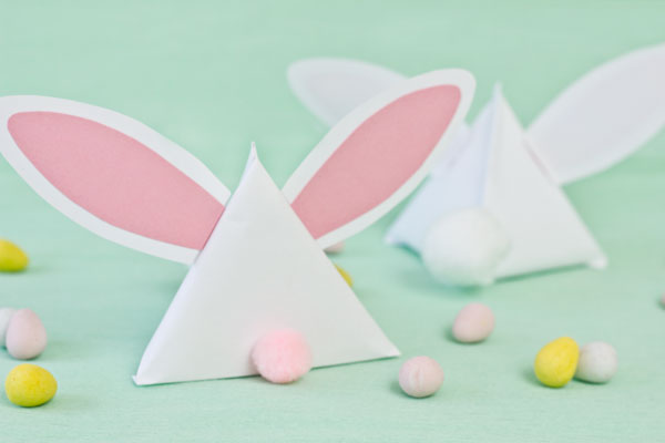 http://www.thesweetestoccasion.com/2013/03/diy-easter-bunny-treat-pouches/