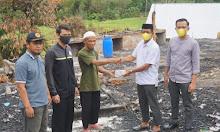 Ketua DPD II Golkar Sidrap Serahkan Bantuan untuk Pesantren yang Terbakar Sebesar Rp50 Juta