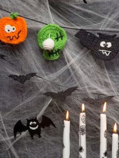 http://www.redheart.com/free-patterns/halloween-party-banner