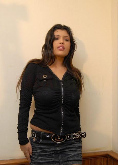 Item Girl Aish Ansari Latest Hot Stills in Black Top and Short Navel Queens