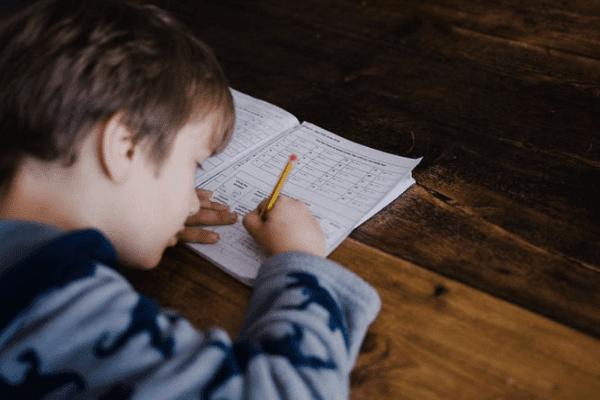 mendampingi anak belajar di rumah di masa pandemi