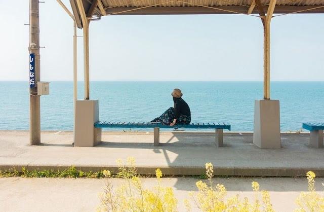 """Shimonada: """"Nhà ga cô độc"""" lẻ loi bên biển xanh ở Nhật Bản"""