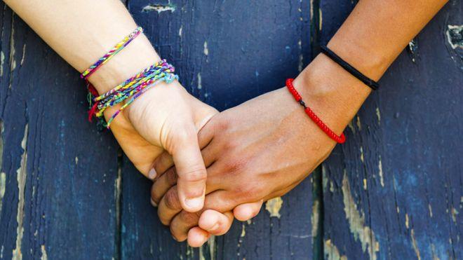Lésbica conta como é viver com a namorada no Irã, onde ser LGBT é ilegal