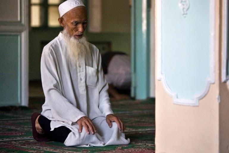 من هم مسلمين الإيغور وماذا يعانون؟