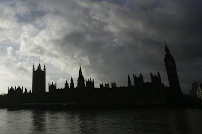 http://www.express.de/news/panorama/nach-terroranschlag-in-london-trump-ruehrt-werbetrommel-fuer-einreiseverbot-27032750?originalReferrer=