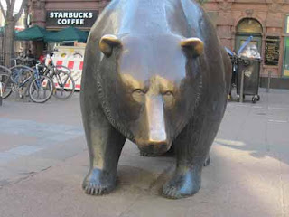 Bear sculpture in Frankfurt.
