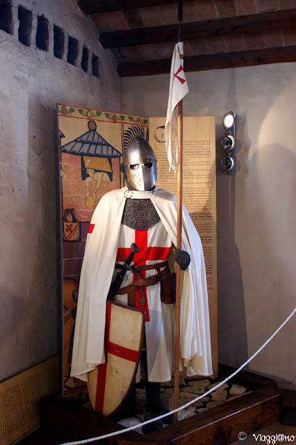 Esposizione armature all'interno della Casa del Capitano