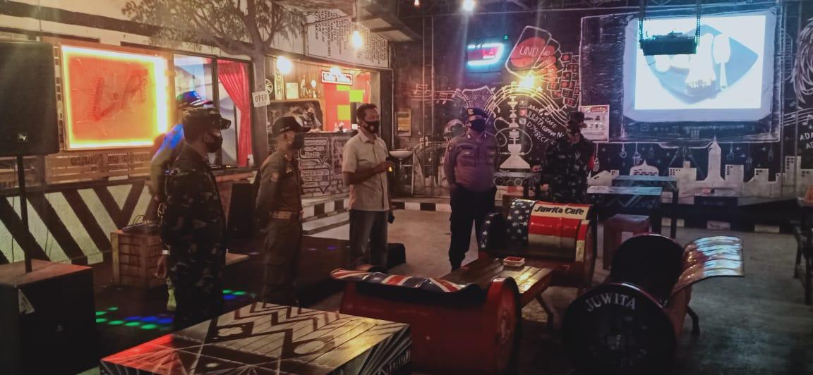 Operasi Yustisi Disiplin Protkes Sasar Sejumlah Cafe di HST