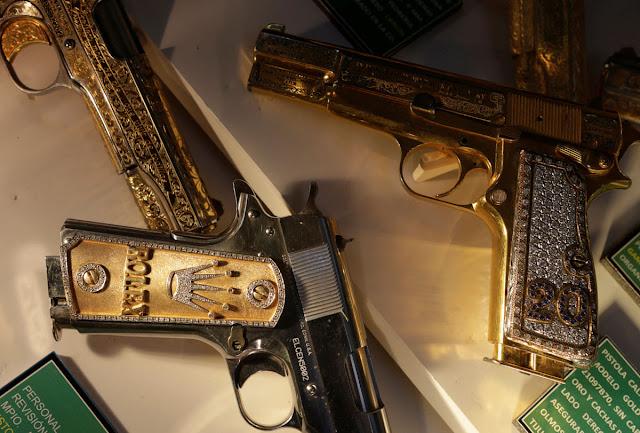 VIDEO; de la excentricidad del narco en el Museo del Enervante