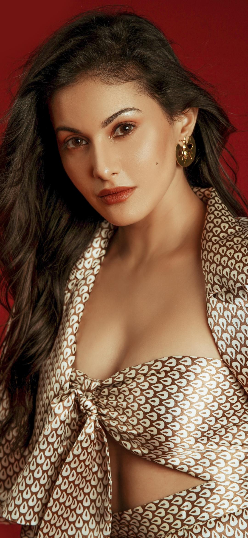Indian Actress Amyra Dastur Mobile Wallpaper