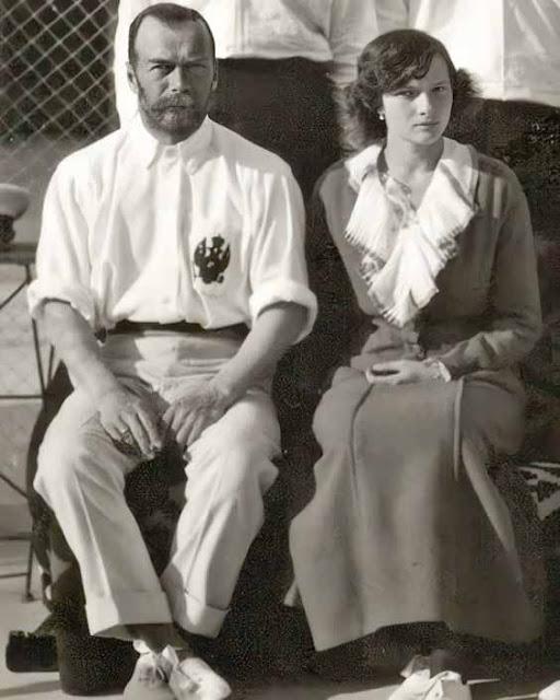 Nicolau II ao lado de Tatiana em partida de tênnis