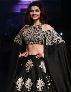 Prachi Desai In Black Lehenga Choli At Lakme Fashion Week (6)